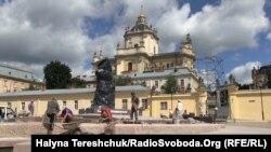 Останні приготування до відкриття у Львові пам'ятника митрополитові Андрею Шептицькому