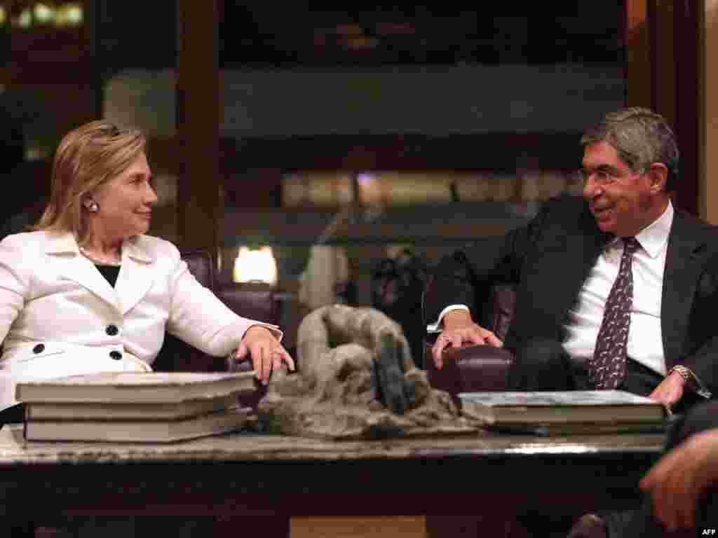Дзяржсакратар ЗША Хілары Клінтан з прэзыдэнтам Коста-Рыкі Оскарам Арыасам у ў Сан-Хасэ.