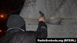 7 ноября 2014 года в Запорожье пытались повалить памятник Дзержинскому