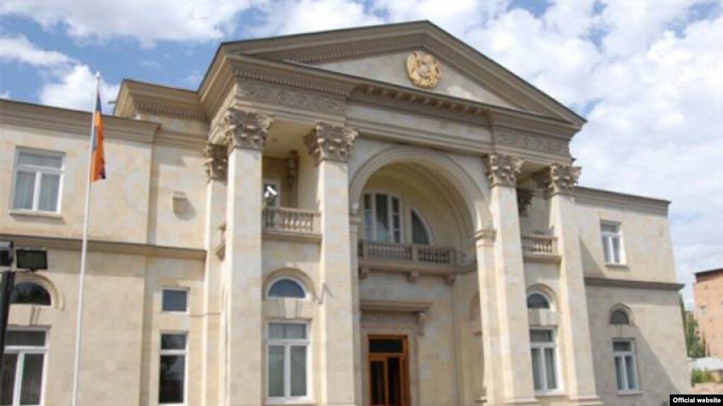 Мать директора СНБ назначена помощником президента Армении
