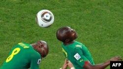 Играет сборная Камеруна