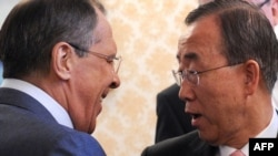 Russian Foreign Minister Sergei Lavrov (left) welcomes UN Secretary-General Ban Ki-Moon to their meeting at Foreign Ministry in Moscow on April 22.