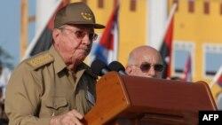 Куба президенті Рауль Кастро мінбеде сөйлеп тұр. 2012 жылдың шілдесі. (Көрнекі сурет)