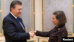 Viktor Yanukovich və Victoria Nuland