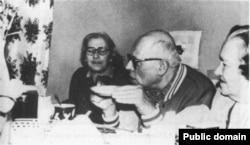 С академиком Андреем Сахаровым и его женой Еленой Боннэр