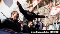 «Националы» уверены, что смогут набрать необходимые 60 голосов для вынесения на рассмотрение парламента вопроса недоверия правительству «Грузинской мечты». Теоретически эта задача выполнима