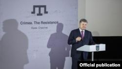 Президент України Петро Порошенко на презентації фільму «Крим. Спротив», липень 2016 року