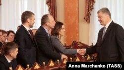 Petro Poroşenko la ceremonia de depunere a jurământului de către magistrații Înaltei Curți Anticorupție