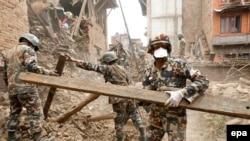 Pamje nga operacioni i shpëtimit pas tërmetit në Nepal