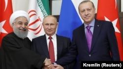 Иран президенті Хассан Роухани, Ресей президенті Владимир Путин және Түркия президенті Режеп Тайып Ердоған. Сочи, 22 қараша 2017 жыл.