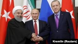 Иран президенті Хасан Роухани (солдан оңға қарай), Ресей президенті Владимир Путин және Түркия президенті Режеп Ердоғанның кездесуі. Сочи, 22 қараша 2017жыл.