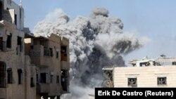 Koalisiya qüvvələri Raqqanı bombalayır.