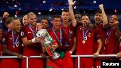 Финал чемпионата Европы по футболу между сборными Франции и Португалии, Париж, 10 июля 2016 года.