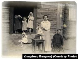 Шматдзетная сям'я ў Баранавічах, 1917 год