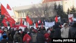 митингта катнашучылар, Омски, 24 декабрь 2011