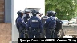 Поліція оточила місце проведення операції зі звільнення заручників у Луцьку