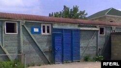 Qubadlı rayonunun 3 saylı məktəbi bir neçə yük vaqonuna sığınıb