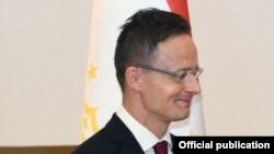 министерот за надворешни работи на Унгарија Пeтер Сијарто