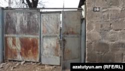 Գյումրի-Տունը, որտեղ բնակվում էր ծեծի ենթարկված կինը դստեր հետ, 6 մարտի, 2020թ.