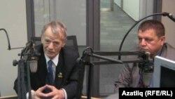 Мостафа Җәмилев һәм Али Хамзин (у) Азатлык студиясендә, 2013 елның апреле