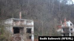 Srebrenica, kuće koje čekaju na obnovu