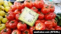 """Döwletow: """"Lebap welaýatynyň obalaryna pomidory Marydan eltip satýarlar, Aşgabada bolsa daşoguzlylar getirýärler""""."""