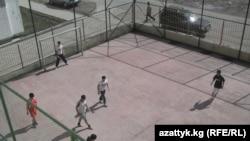 """Стадион турецкого лицея """"Себат"""" в Кыргызстане."""