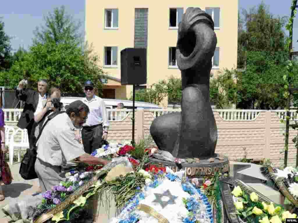 25 чэрвеня - У Віцебску адкрылі помнік ахвярам гета