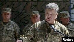 Петр Порошенко в Краматорске (архивное фото)