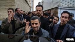 Abdollah Bagheri Eýranyň ozalky prezidenti Mahmud Ahmadinejadyň şahsy janpenasydy. (Suratda Ahmadijadyň arkasynda)