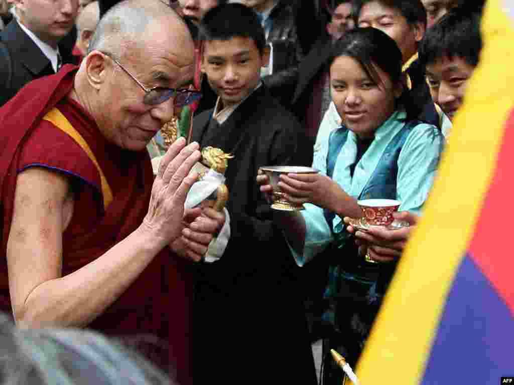 ЗША, Вашынгтон: жыхары амэрыканскай сталіцы вітаюць Далай Ламу.