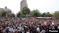 Armenia - Supporters of the opposition Armenian National Congress (HAK) attend a campaign rally in Yerevan's Liberty Square, 3May2012.
