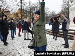 Екатерина Новикова в начале акции протеста