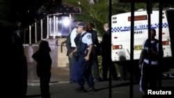 حضور نیروها پلیس در محل حادثه تیراندازی.