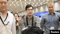 Չինաստան - Ավստրալացի ուսանող Ալեք Սիգլին ժամանում է Պեկինի օդանավակայան, 4-ը հուլիսի, 2019թ․