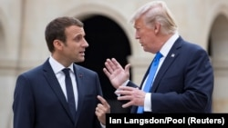Президент Франції Емманюель Макрон (л) та президент США Дональд Трамп у Парижі, Франція, 13 липня 2017 року
