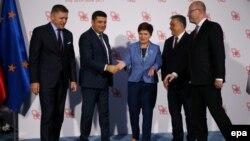 Прем'єр-міністр України Володимир Гройсман (другий зліва) зустрічався із колегами з «Вишеградської четвірки» під час економічного форуму в Криниця-Здруй, 6 вересня 2016 року