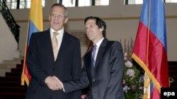 ხაიმე ბერმუდესი, კოლუმბიის საგარეო საქმეთა მინისტრი (მარჯვნივ) და სერგეი ლავროვი, რუსეთის საგარეო საქმეთა მინისტრი