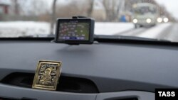 Орусиялык автоунаадагы GPS-навигатор. Иваново шаары. 2012-жыл.