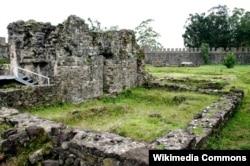 Руины римского форта в Гонио.