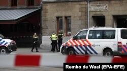 Поліція оточила район поблизу центрального залізничного вокзалу в Амстердамі, Нідерланди, 31 серпня 2018 року