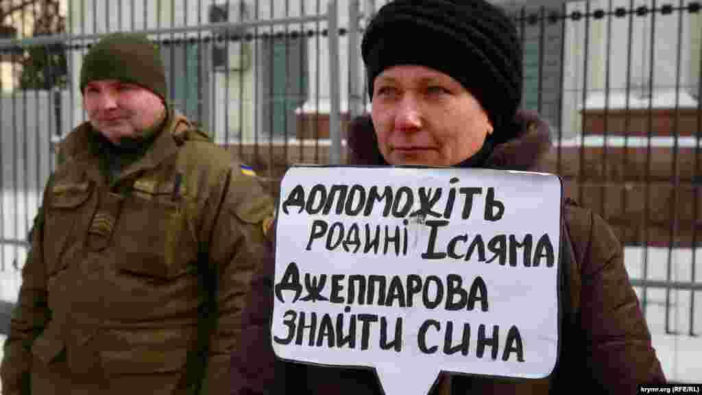 Организаторы отмечают, что по меньшей мере 64 человека удерживаются в России и аннексированном Крыму по сфабрикованным уголовным делам.