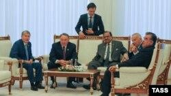 ШЫҰ саммитіне қатысушылар: Қырғызстан, Қазақстан, Пәкістан, Өзбекстан және Тәжікстан президенттері. Ташкент, 23 маусым 2016 жыл.