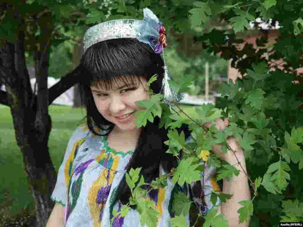 Таҗик кызы Гөлнара Ятимова