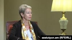 Глава наблюдательской миссии БДИПЧ/ОБСЕ, посол Хайди Тальявини дает интервью Радио Азатутюн (архивная фотография)