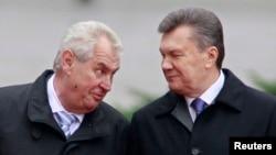 Мілош Земан і Віктор Янукович під час попередньої зустрічі в Києві, 21 жовтня 2013 року