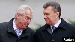 Чеський президент Мілош Земан (ліворуч) та український президент Віктор Янукович, Київ, 21 жовтня 2013 року