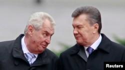 Президенти України і Чехії Віктор Янукович (праворуч) і Мілош Земан, 21 жовтня 2013 року