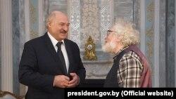 Аляксандар Лукашэнка і Аляксей Венядзіктаў, 24 сьнежня, Менск