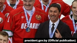 Dzmitry Baskau (right) appears with President Alyaksandr Lukashenka at a Christmas ice-hockey tournament in early January 2017.